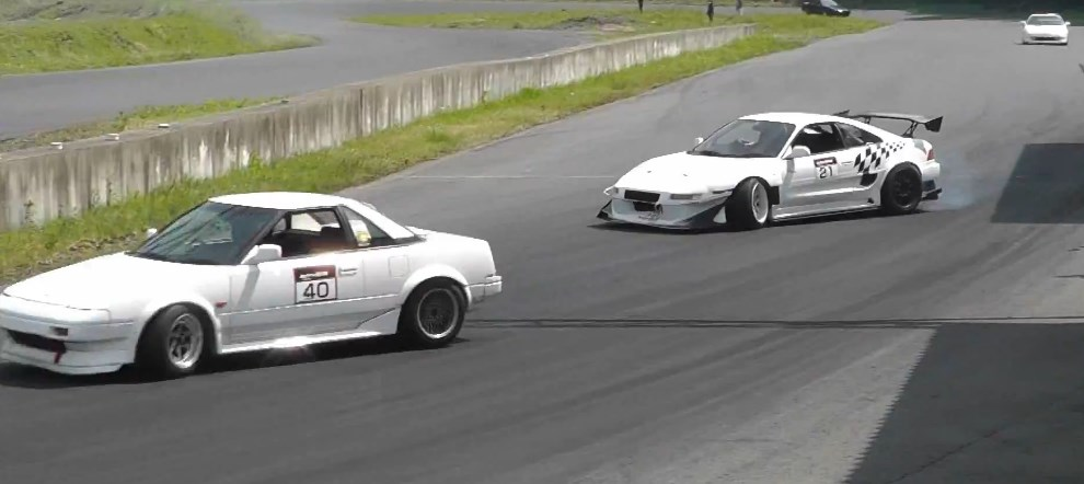 Toyota MR2 SW20 drifting in Japan