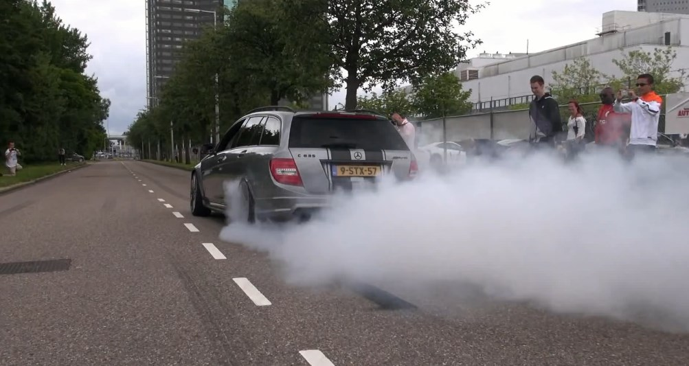 Crazy Supercharged Mercedes C63 AMG Estate Burnout