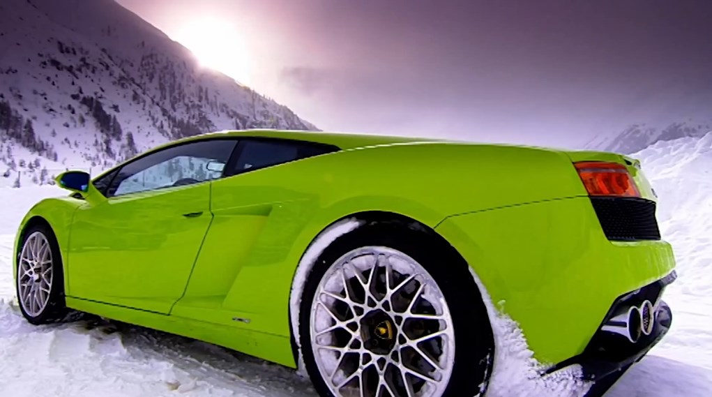 Lamborghini Gallardo LP560-4 drifting on snow